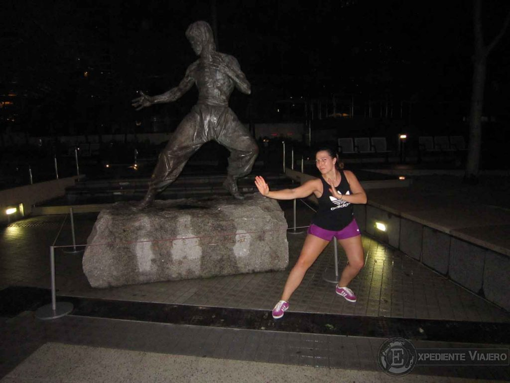 estatua de bruce lee en kowloon