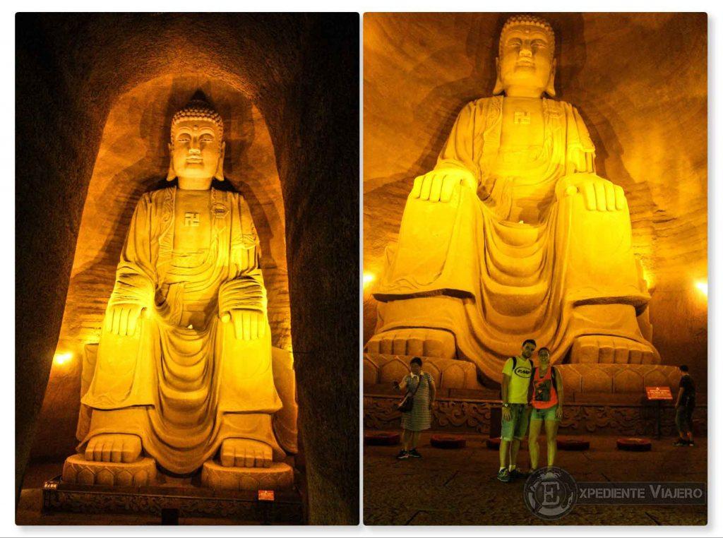 Buda iluminado cueva Leshan