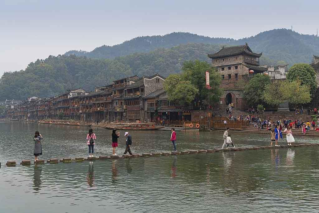 Puente de piedras en Fenghuang