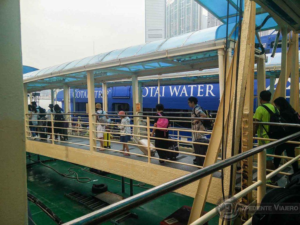 Ferry a Macao