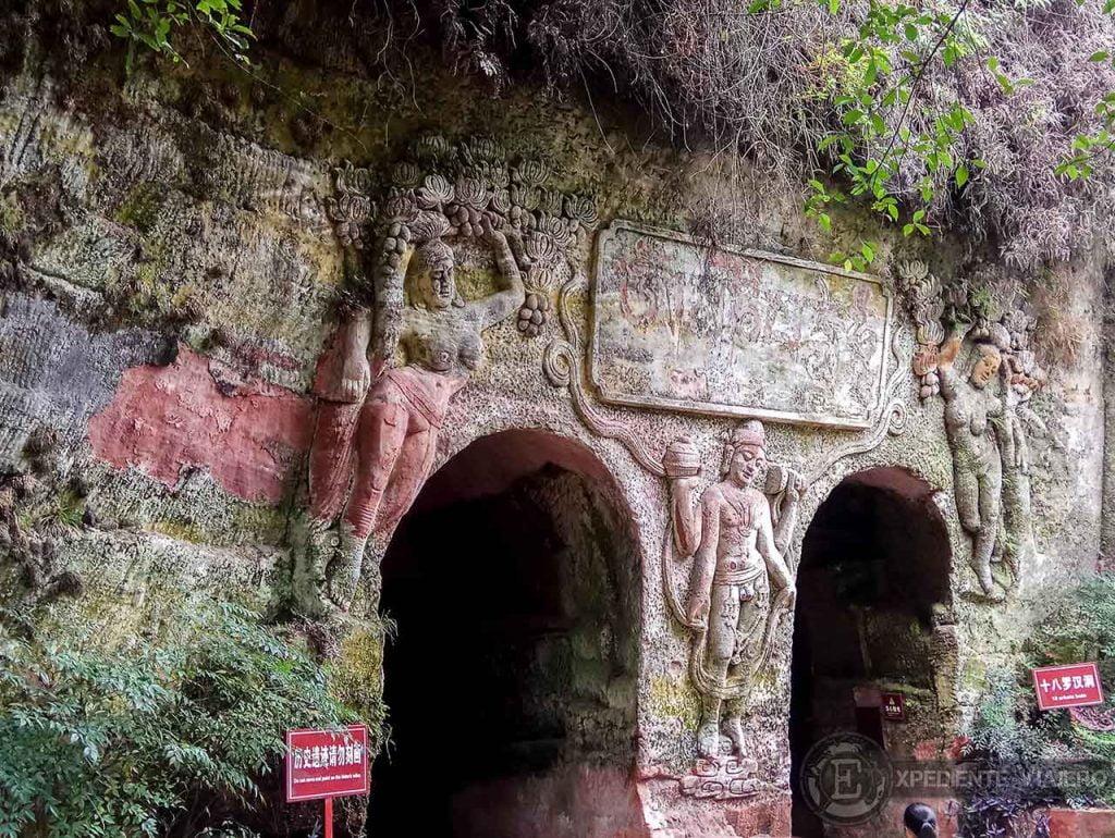 Entrada cueva gruta Leshan