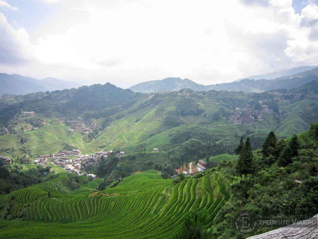 Vistas desde el mirador Golden Buddha Peak en los arrozales de Longsheng