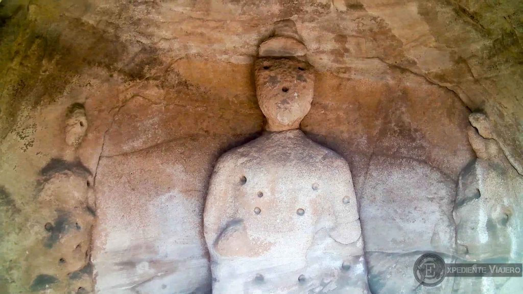 Sencillo Buda en Yungang (Datong)