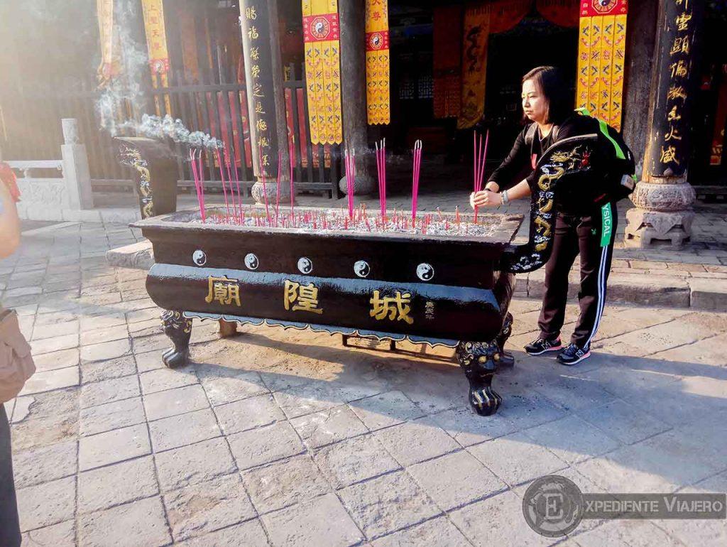 Incienso en el Templo de Chenghuang