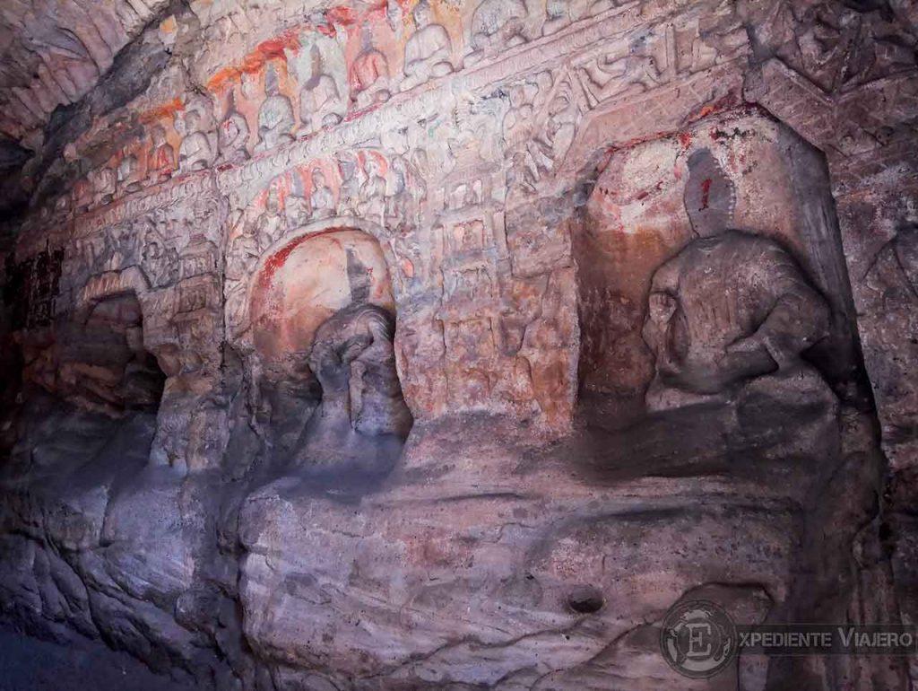 Budas en las cuevas 1 y 2 en Yungang