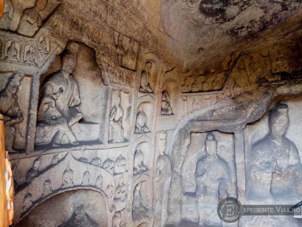 Interior de las cuevas de Yungang (Datong)
