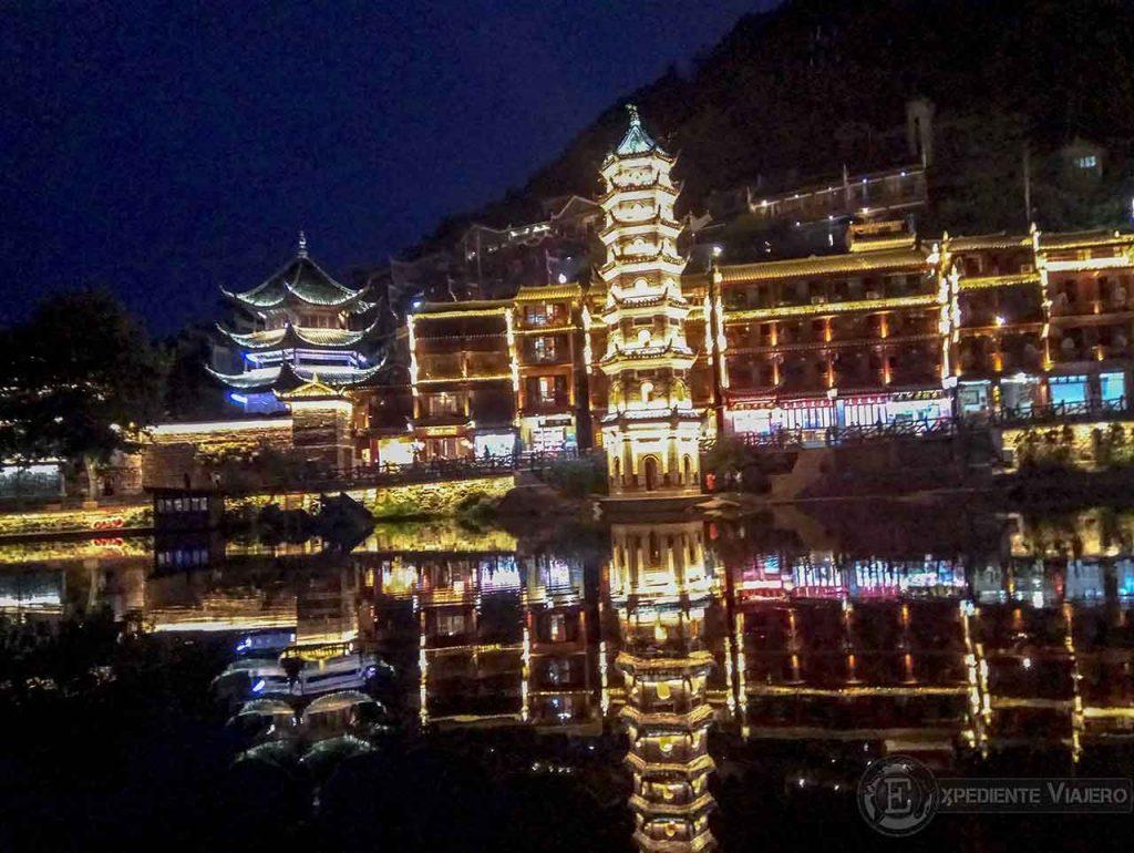 Pagoda iluminada
