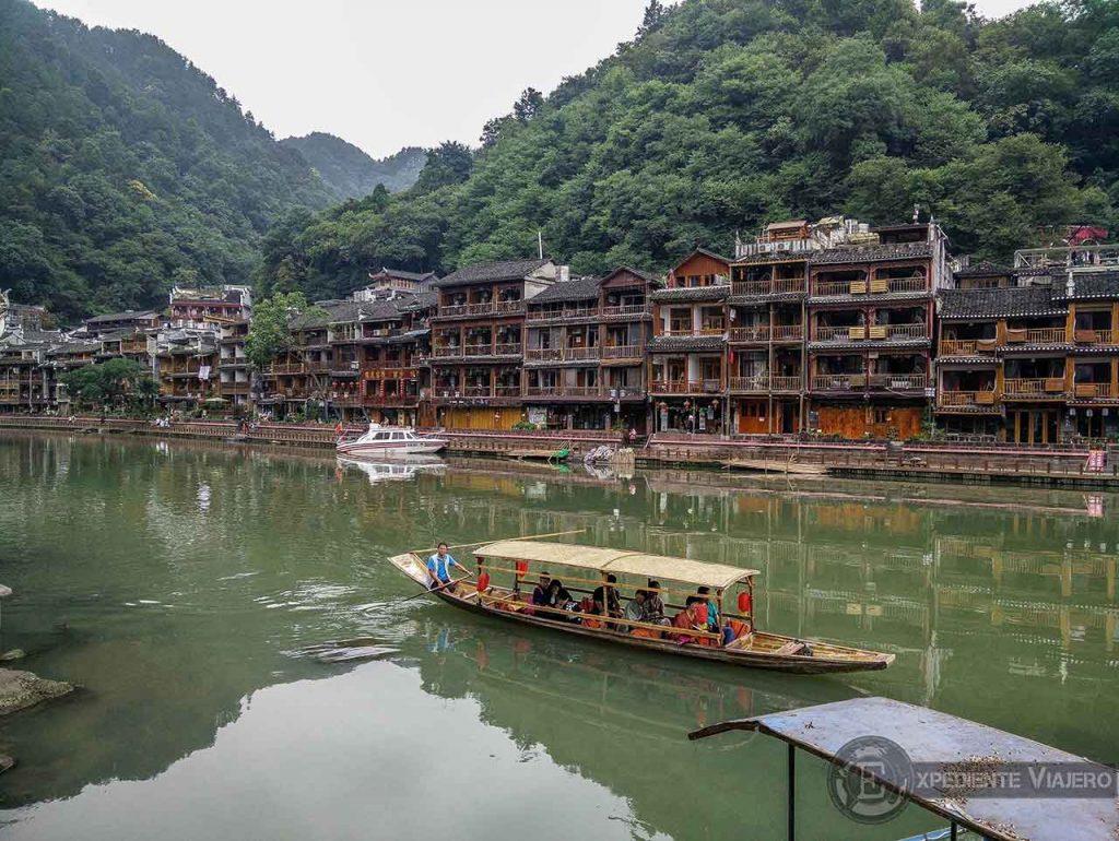 Paseando junto al río Tuojiang