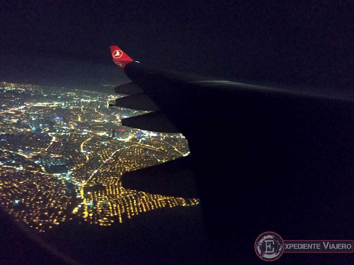 Estambul de noche desde el aire