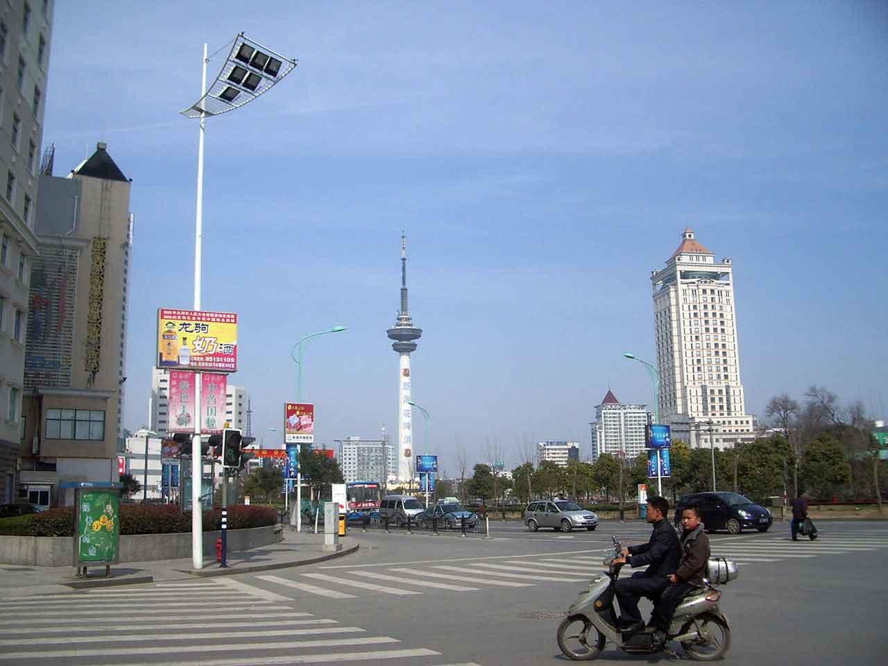 ¿Es sehuro viajar a China? Peatones y motos