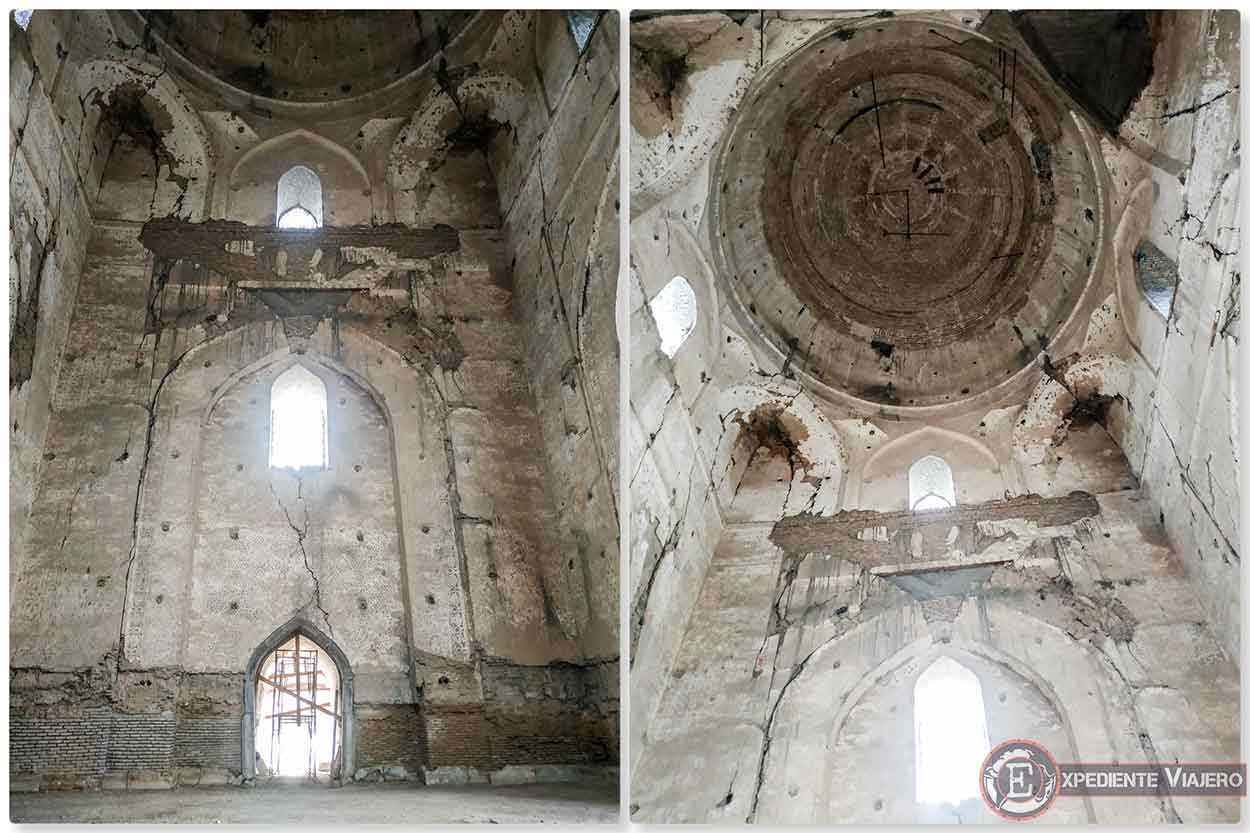 Interior sin restaurar de la gran mezquita Bibi-Khanum