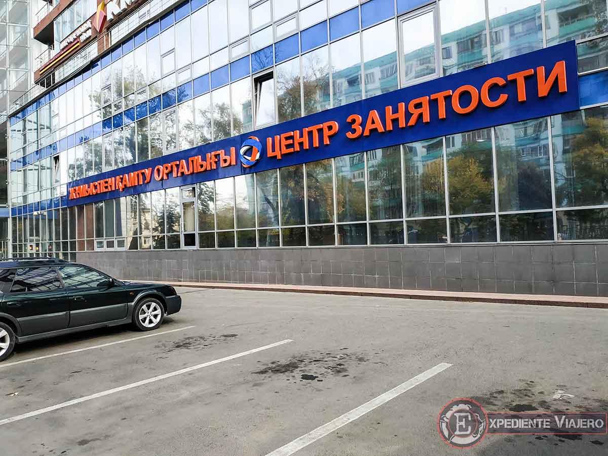 Letreros de las tiendas escritos en cirilico