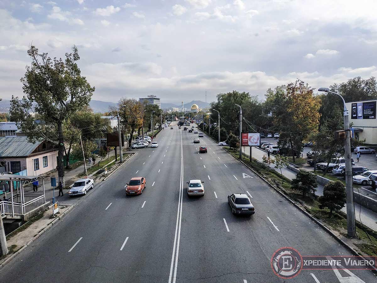 turismo en Almaty: vistas de la mezquita de lejos