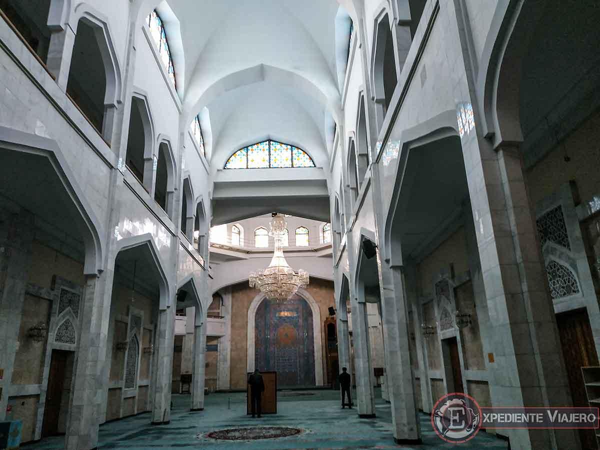 Interior de la Mezquita Central de Almaty