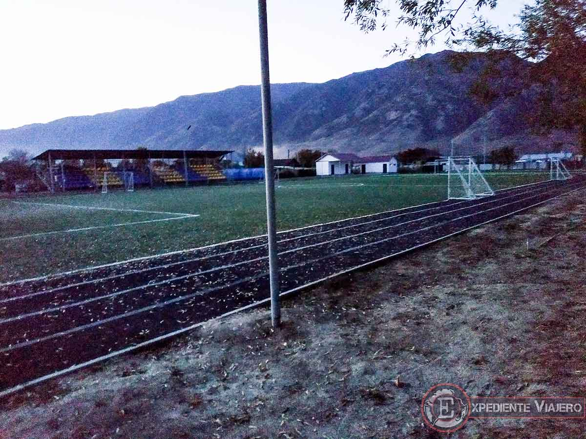 Campo de fútbol en Saty