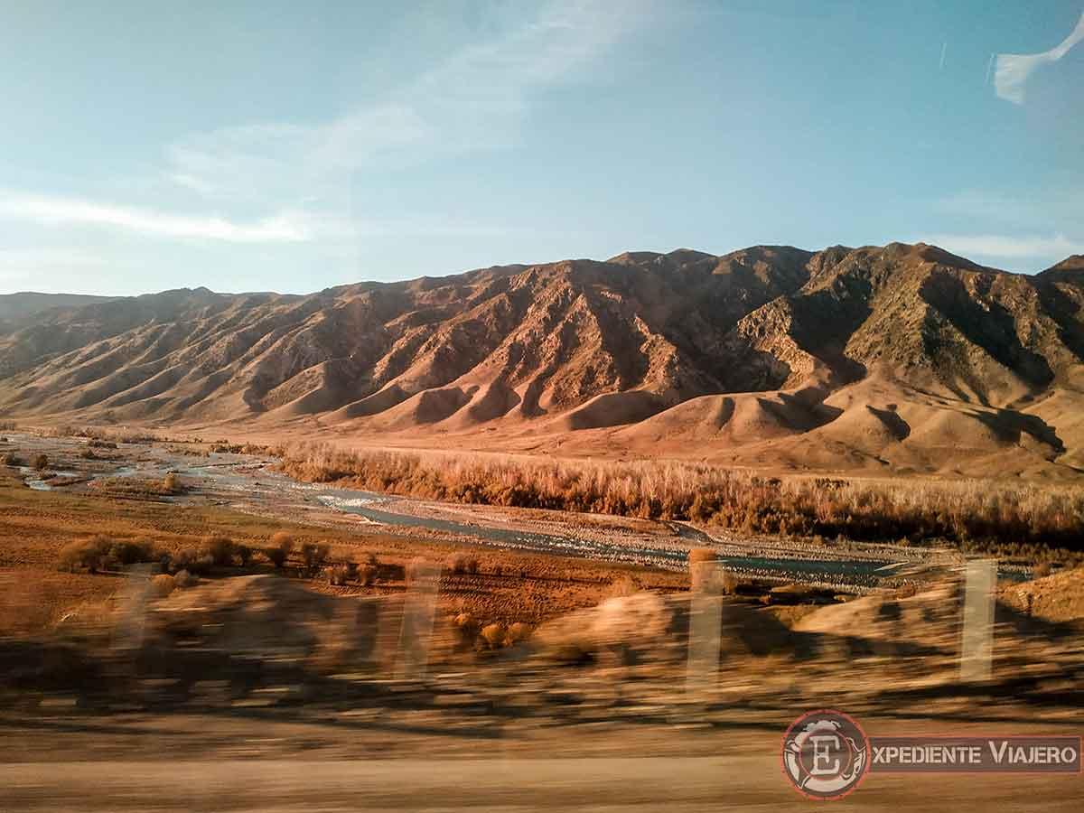 Paisaje de camino a Almaty