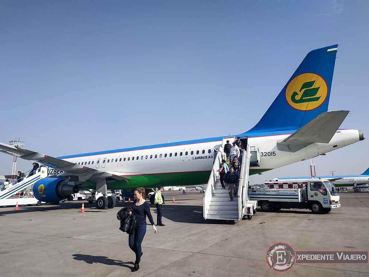 Avión de Uzbekistán Airways