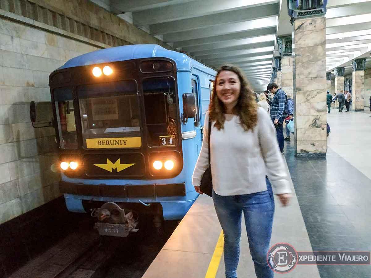 Llega el metro al andén
