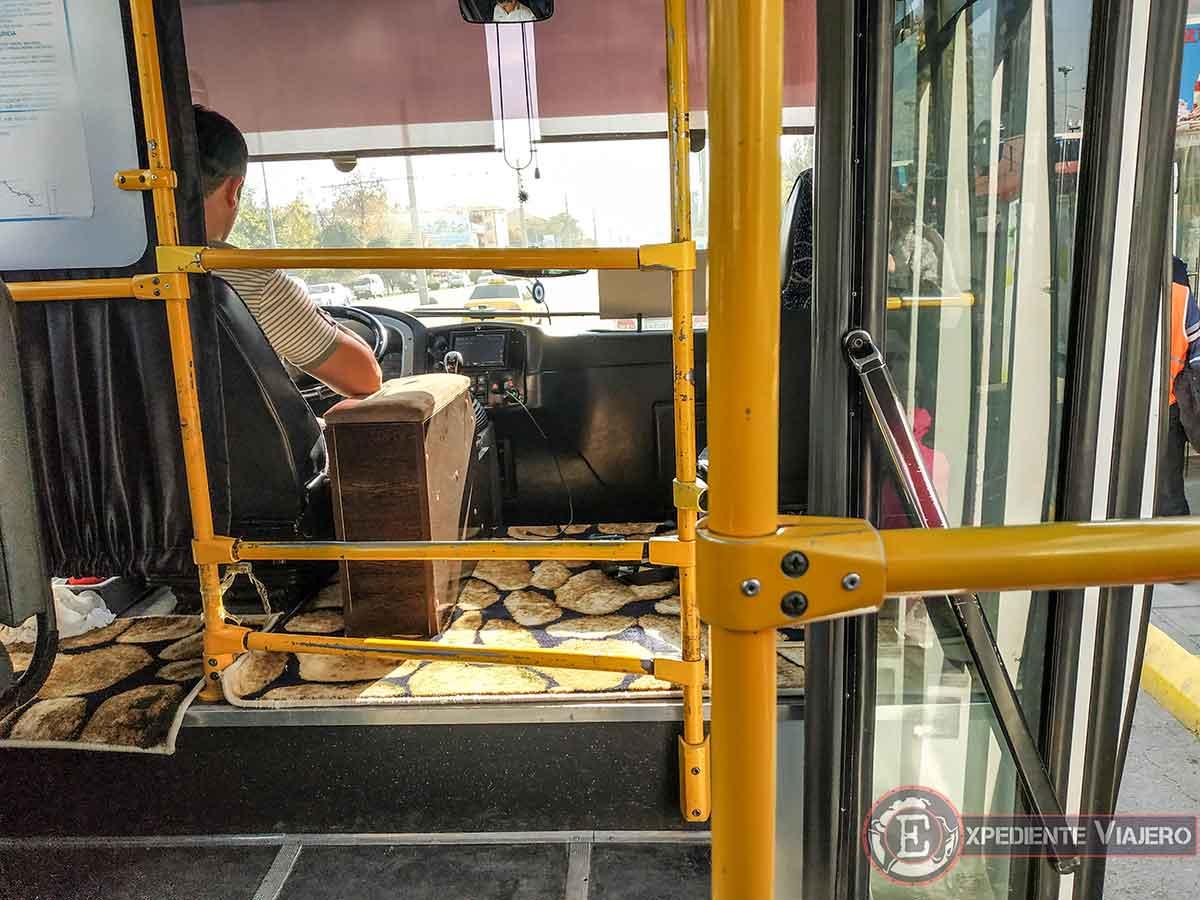 Dentro del bus de la estacion de trenes