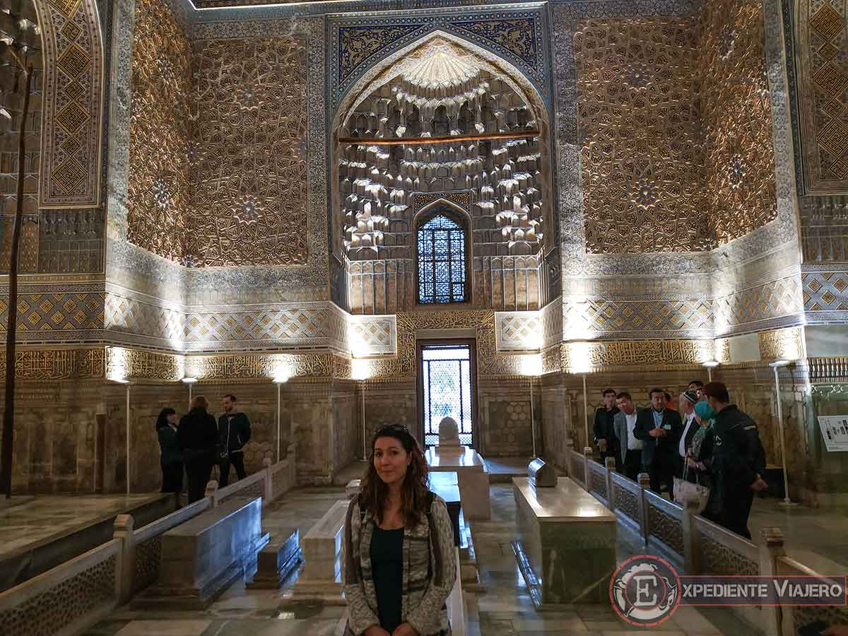 Interior del mausoleo Gur-e Amir