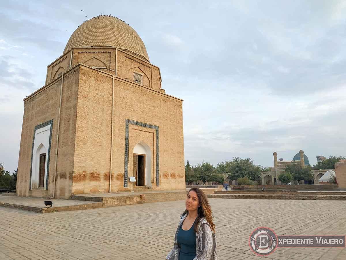 Exterior del mausoleo de Rukhabad