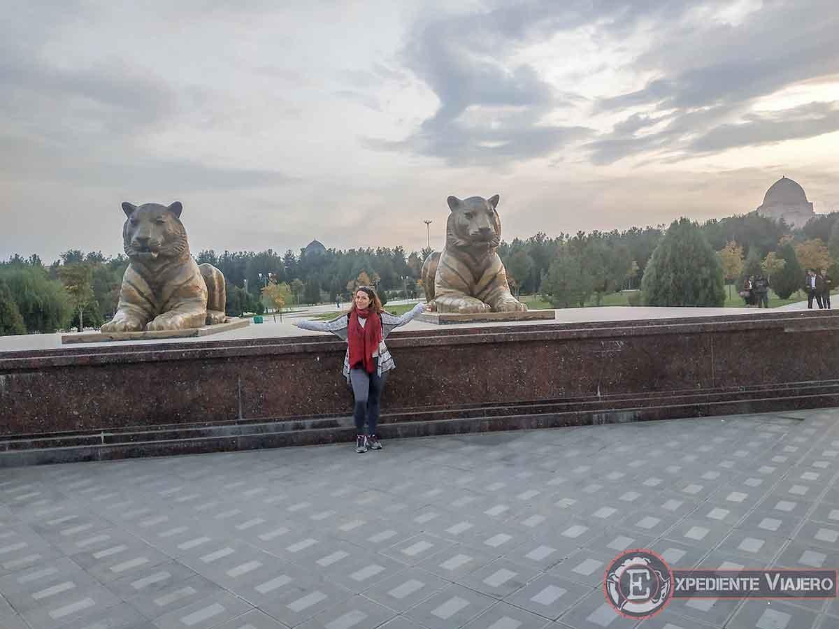 Estatuas de leones protectores