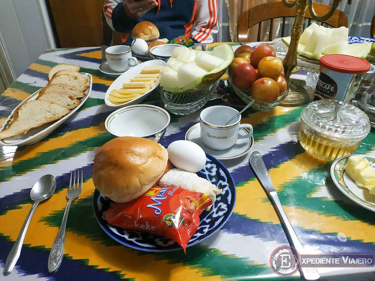 Desayuno del Furkat Guest House