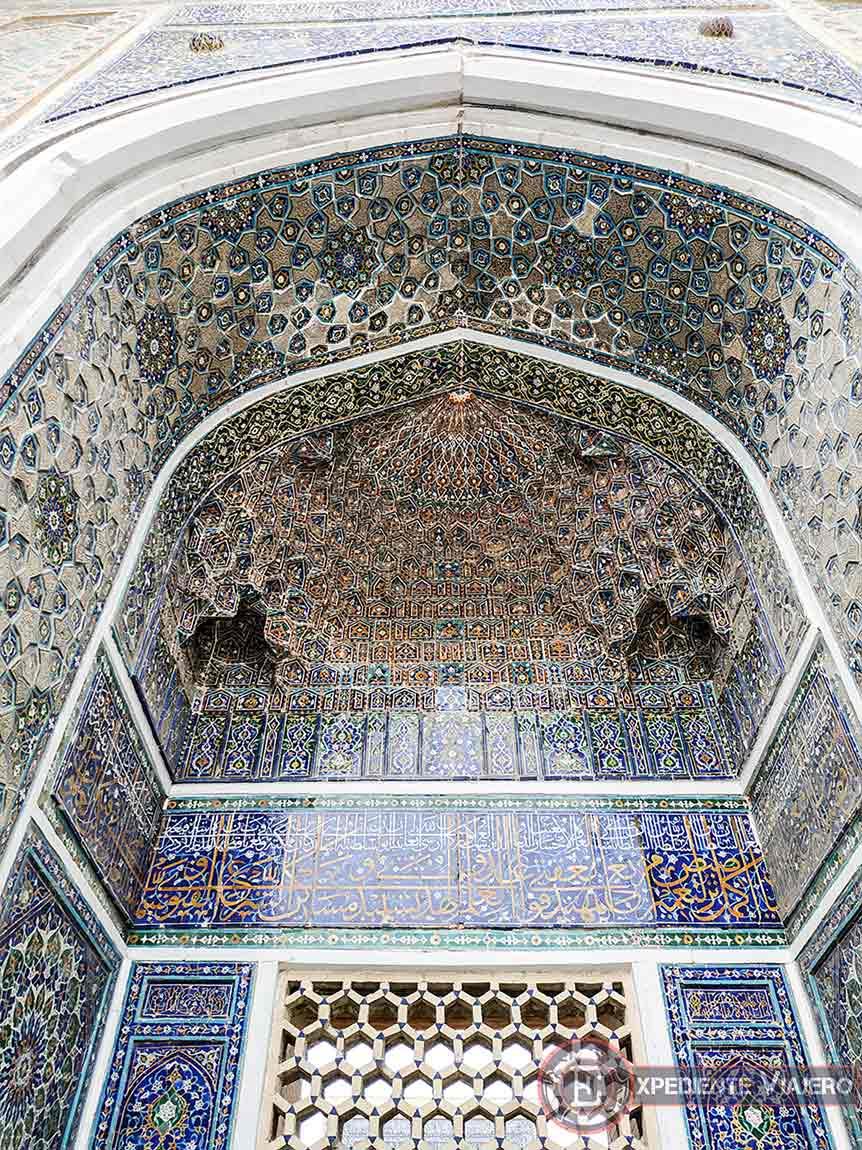 Pinturas del arco en la madrasa