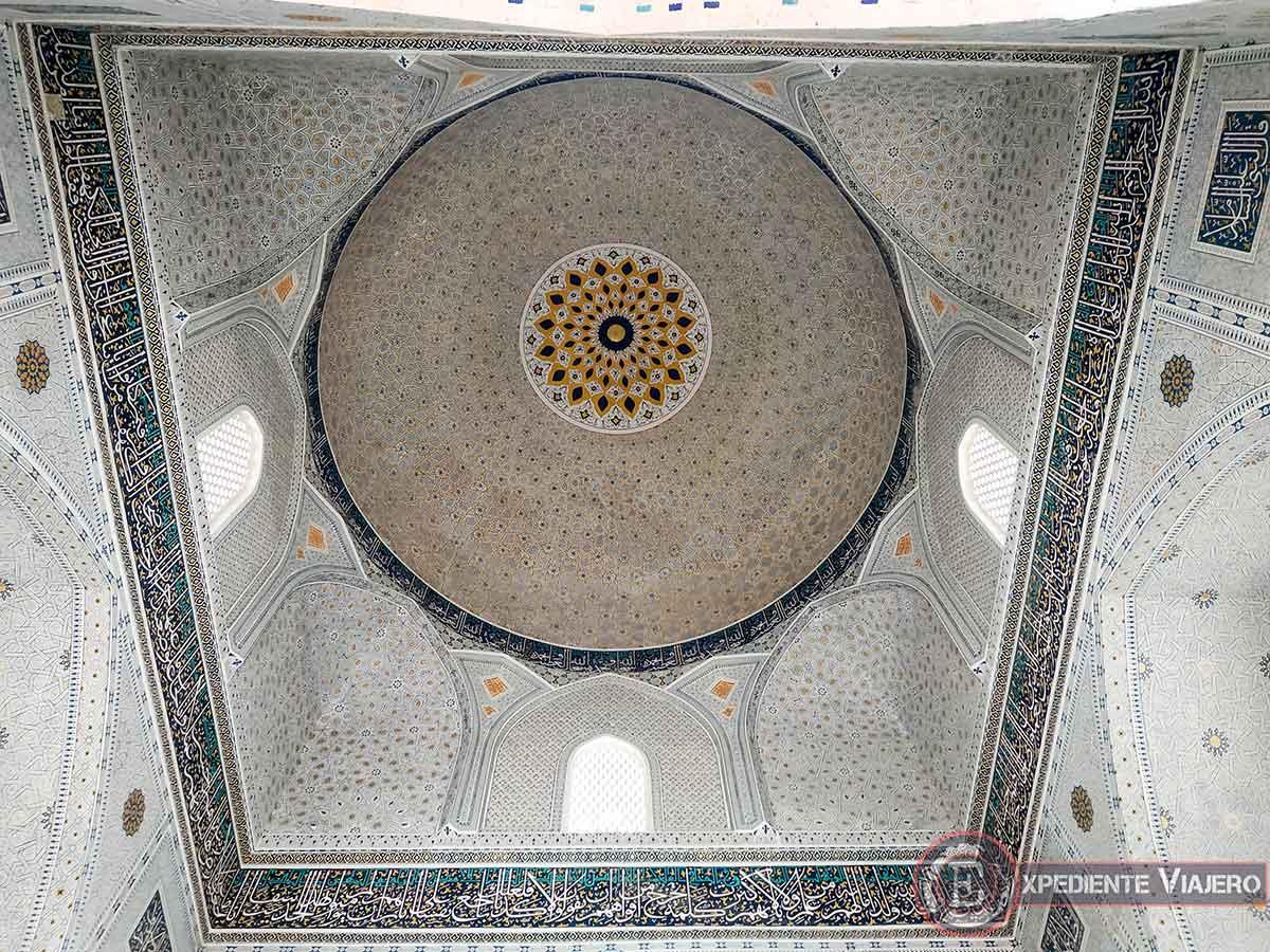 Interior de la cúpula de la mezquita pequeña