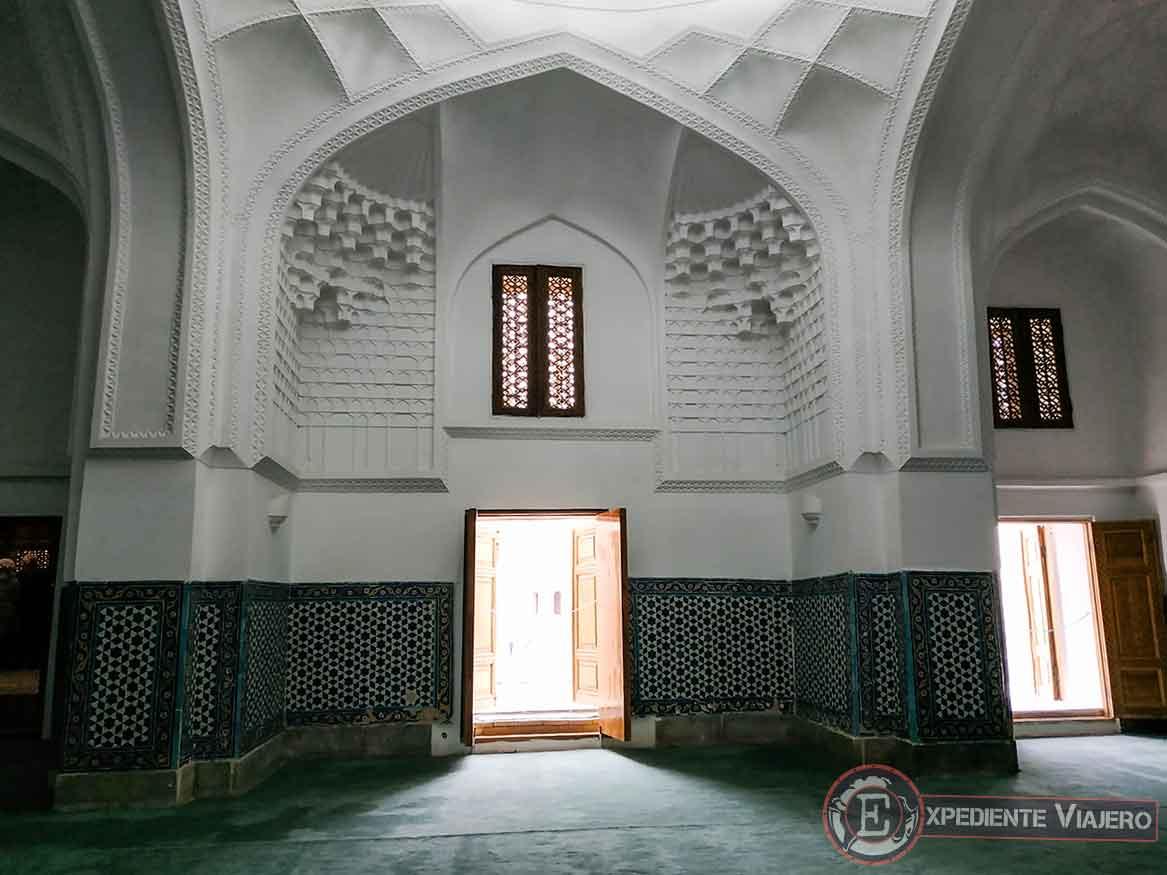 Mezquita en el mausoleo Kusam ibn Abbas