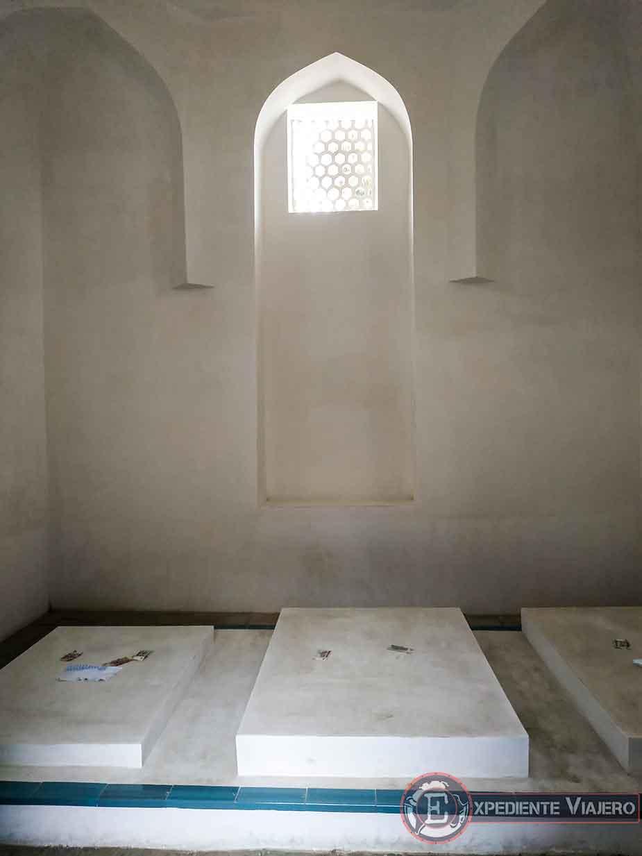 Interior del mausoleo Khodja Ahmad