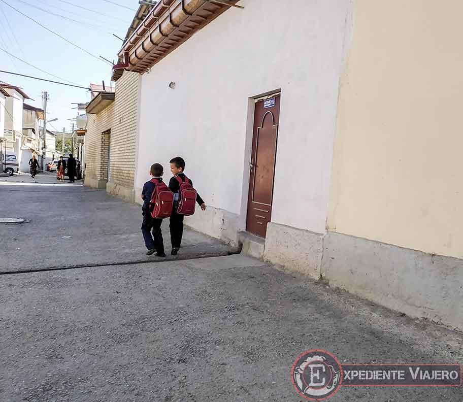 Niños uzbekos