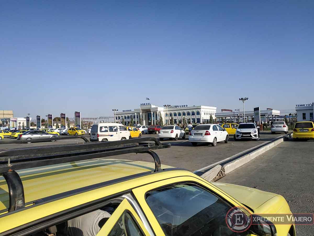 Taxi para ir de la estación de tren de Bujará a la ciudad