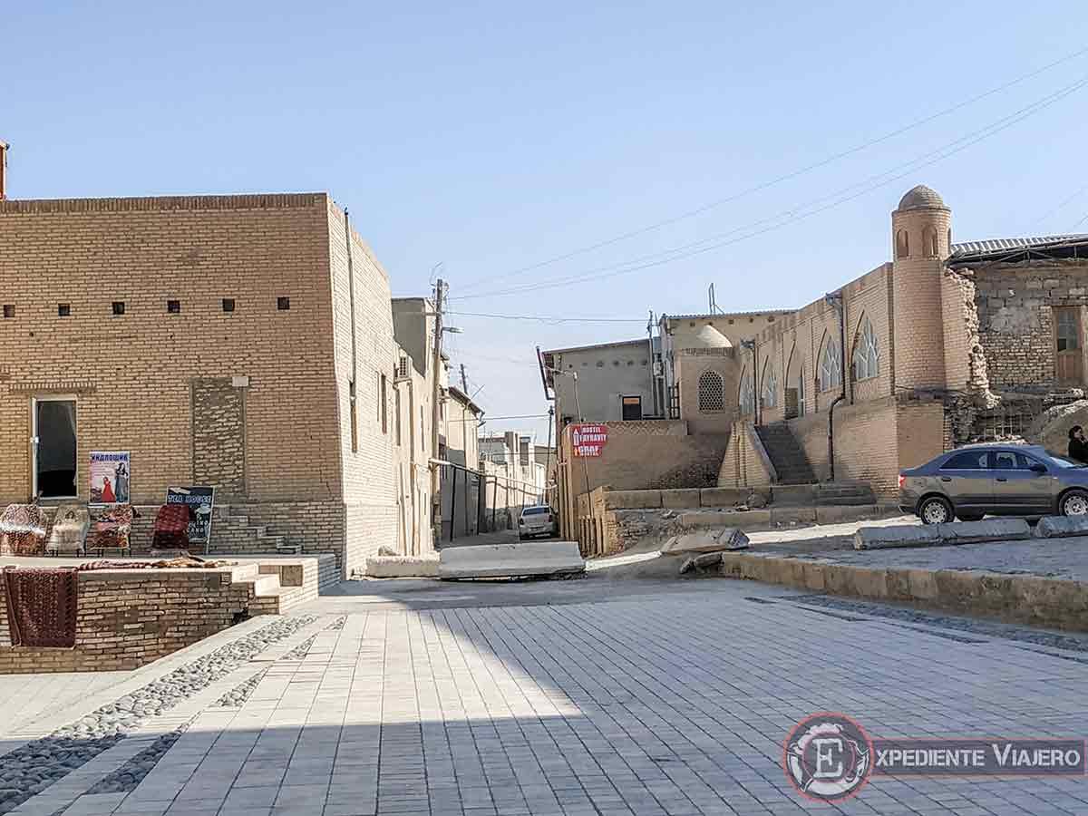 Calle para comer plov casero en Bujará