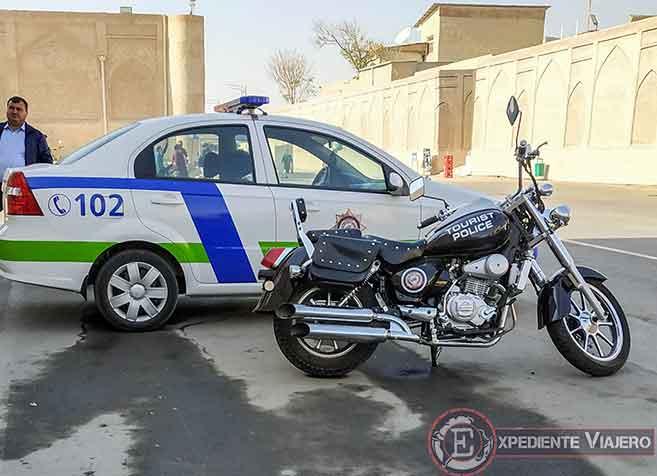 Moto de la policía turística en Bukhara