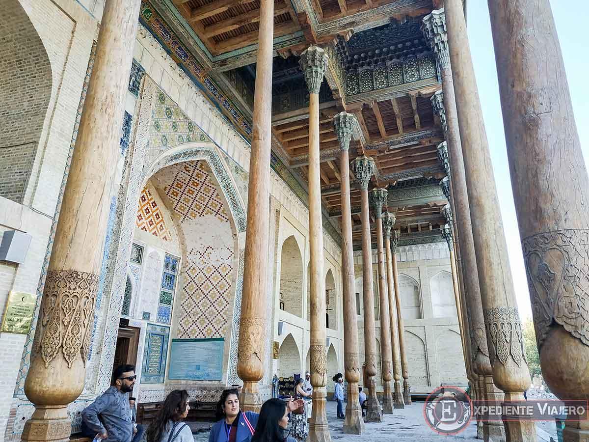Columnas talladas de madera