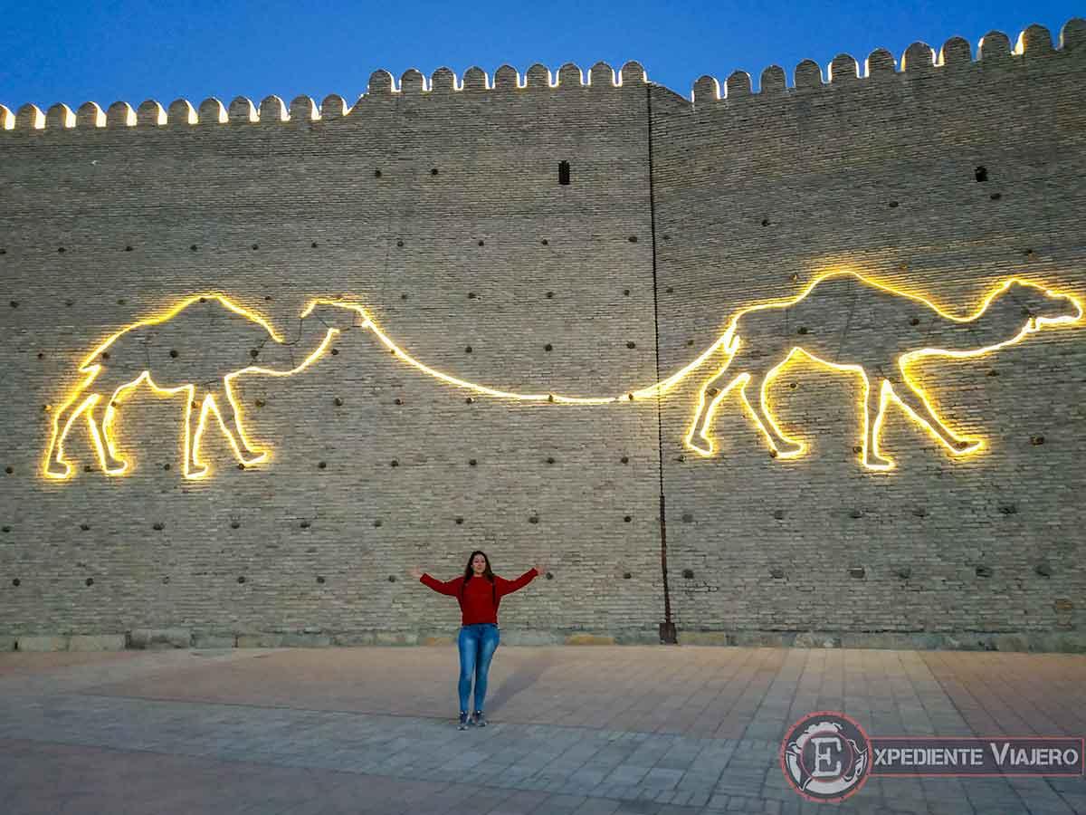 Fortaleza Ark iluminada