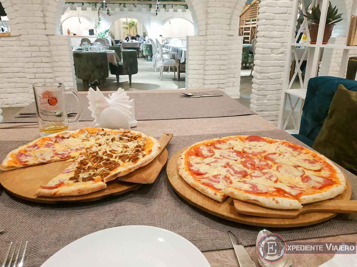 Pizzas en restaurante Bella Italia de Bukhara