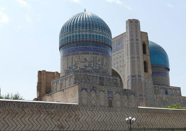 Tamerlán el Grande construye la mezquita Bibi Khanum