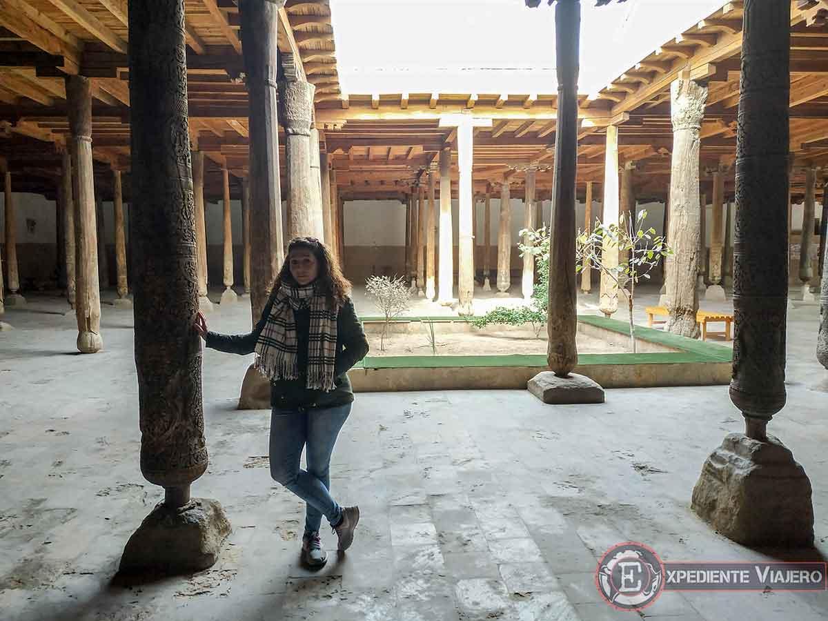 Interior de la mezquita Juma