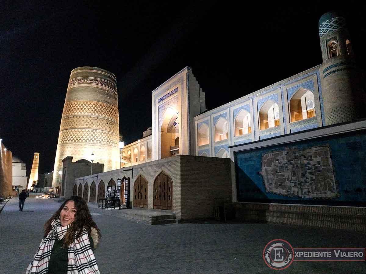 Qué ver en Jiva: Minarete Kalta-Minor de noche