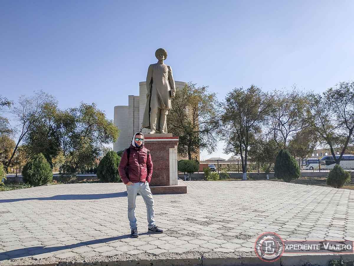 Memorial fuera de las murallas de Jiva