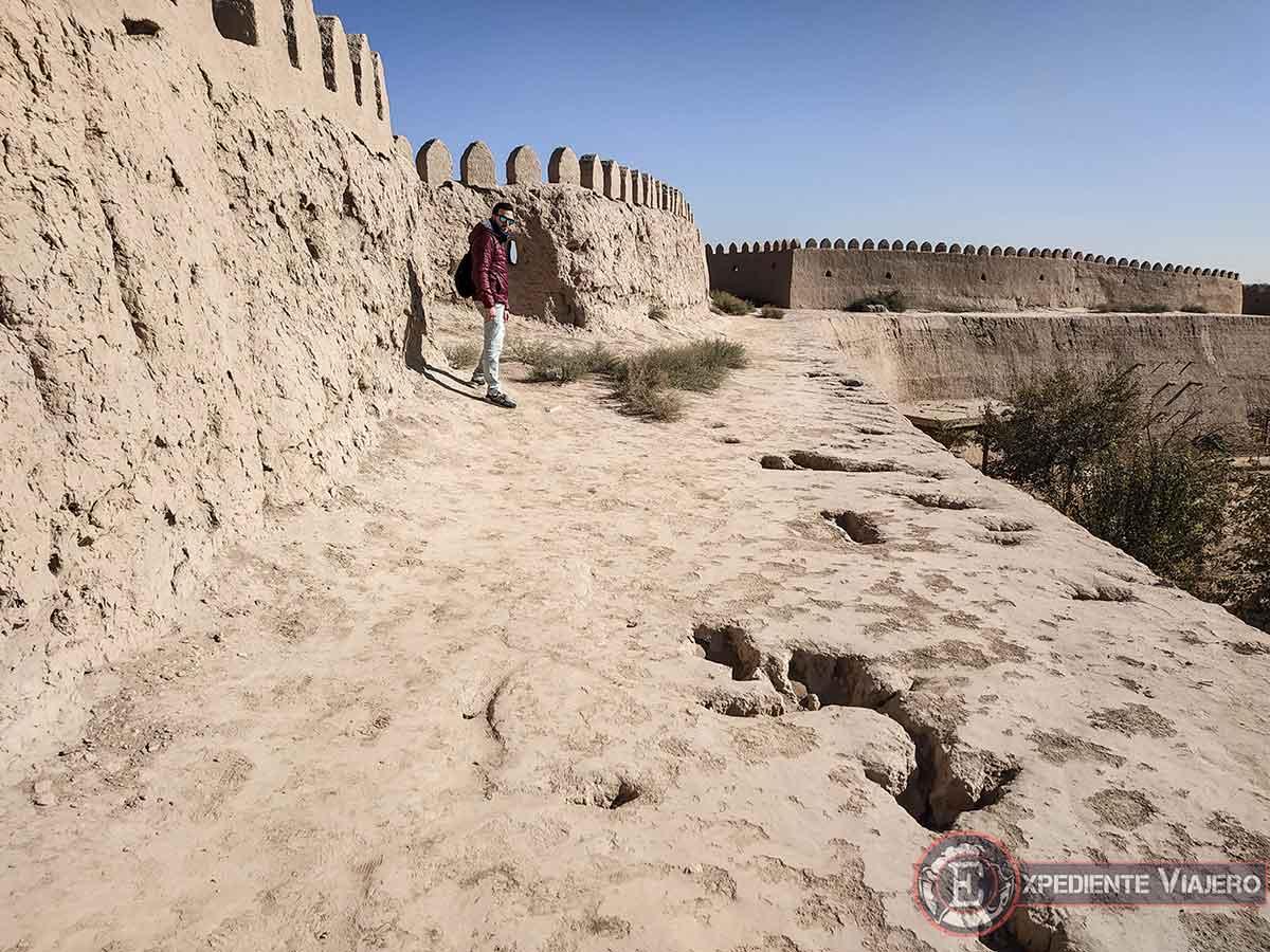 Suelo de la muralla sin restaurar