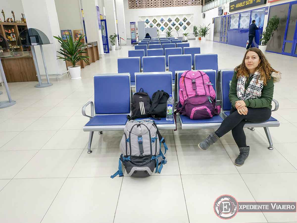 Sala de espera del aeropuerto de Nukus