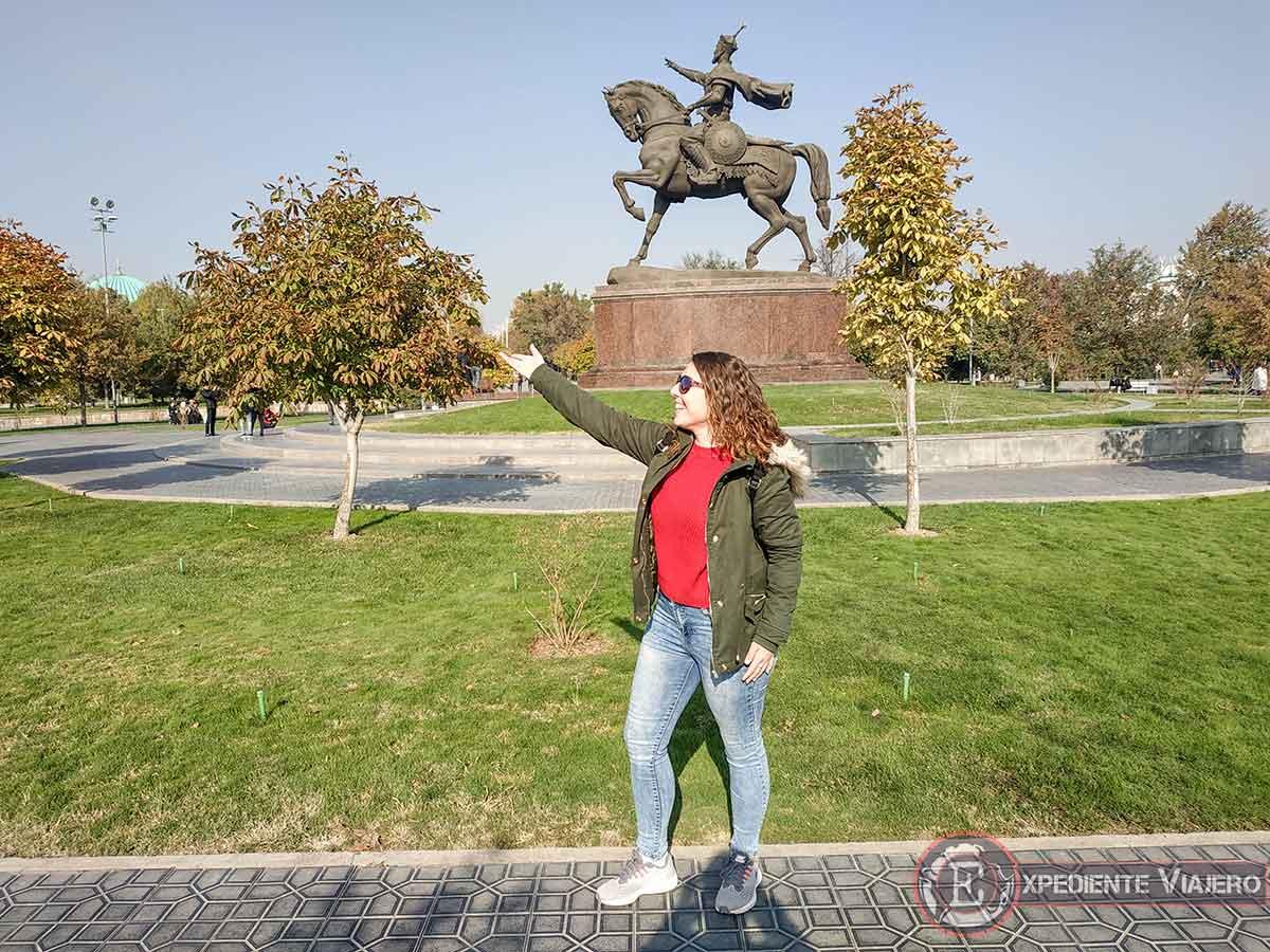 Estatua de Amir Timur en Tashkent