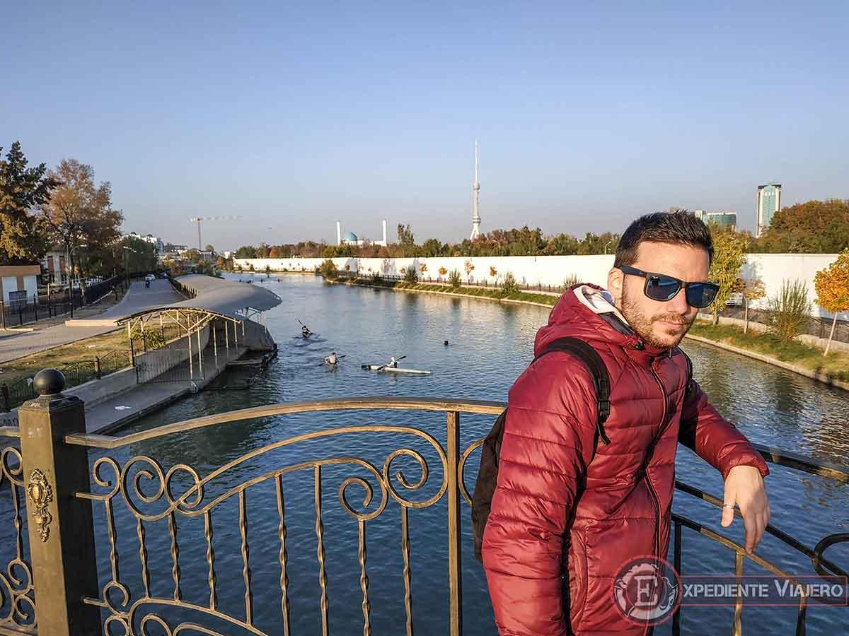 Paseo junto al río para llegar a la Mezquita Menor