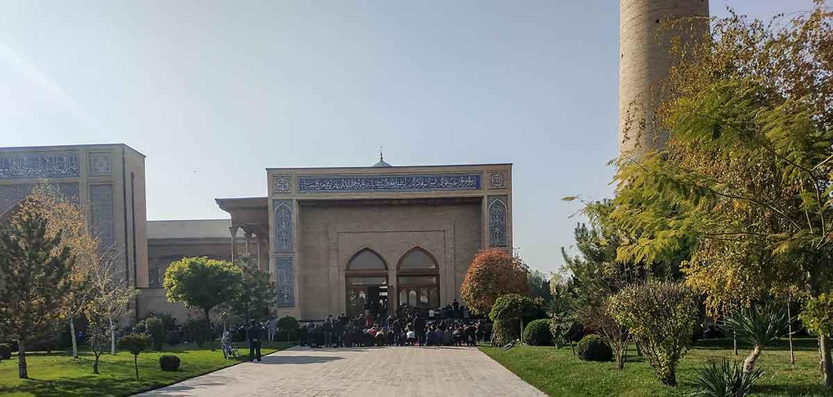 Viernes: Día de rezo en la mezquita Khazrati Imam