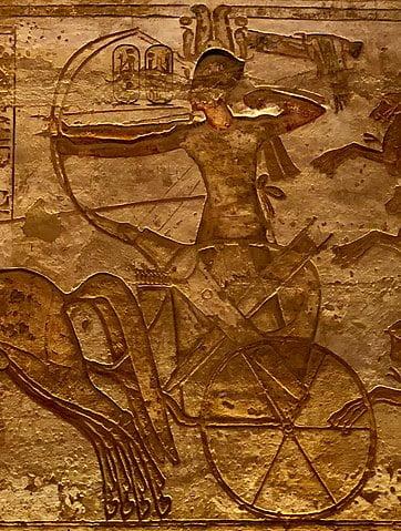 Ramsés II luchando contra los hititas, en la batalla de Qadesh