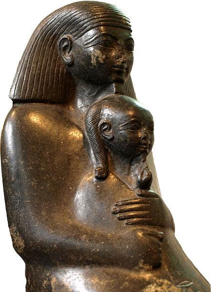 Estatua de Senenmut con Neferura