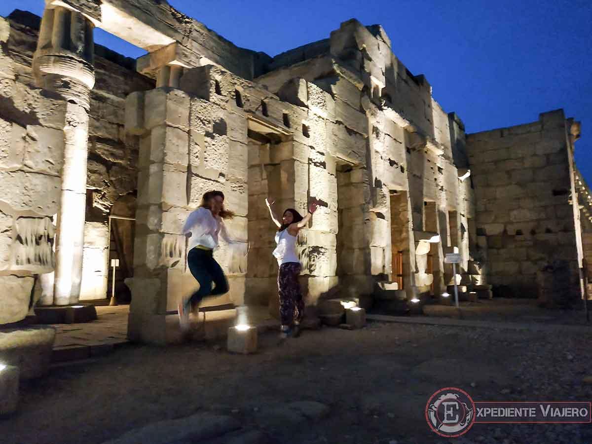 Subidón en el templo de Luxor